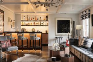 A Living Room Comes to Life